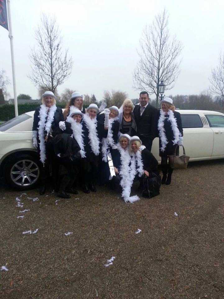 Vriendinnen Uitje? huur dan uw limousine bij Limoparty.nl Utrecht