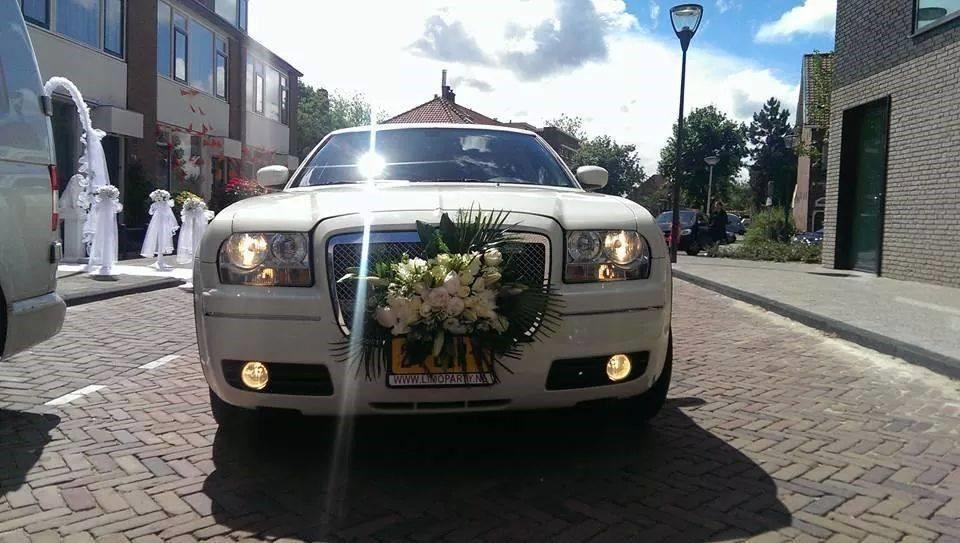 Limo huren met bloemen, bij limoparty.nl Utrecht.jpg